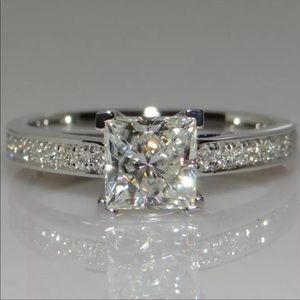 NEW💍925 STERLING SILVER DIAMOND ENGAGEMENT RING